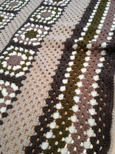 Crochet Granny Square Blanket http://www.acraftyginger.com