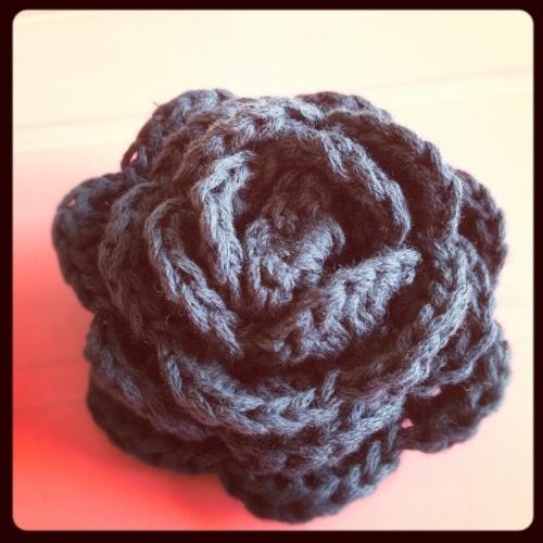 Crochet Flower Rose http://www.acraftyginger.com