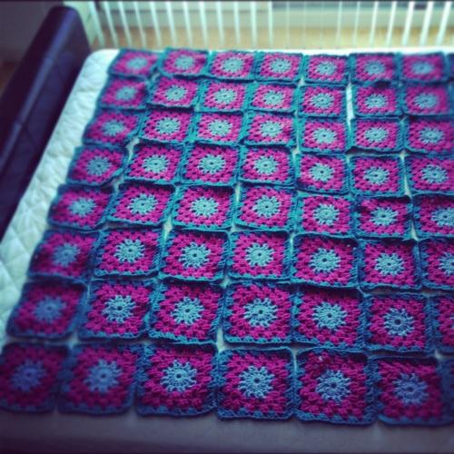 Crochet Granny Squares Blanket http://www.acraftyginger.com