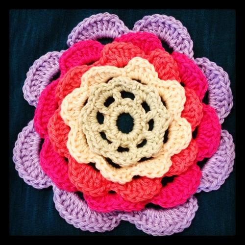 Crochet Flower http://www.acraftyginger.com